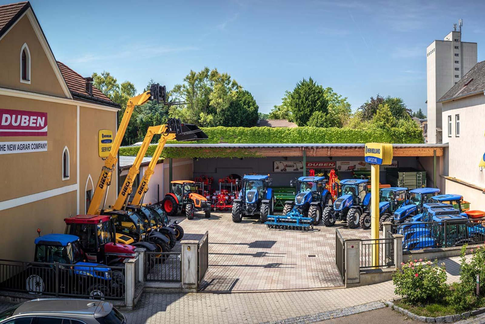 Der Ausstellungsplatz, auf dem regelmäßig die aktuellsten Maschinen besichtigt werden können. © Reinhard Podolsky